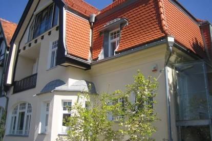 Villenhälfte mit eigenem Eingang und großer Terrasse und Balkon, kein Garten, Bestzustand mit Fernblick in´s Grüne