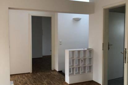 Etagenwohnung in ruhiger Zweifamilienvilla mit eigenem Eingang, helles offenes Wohnen, DG mit Klimaanlage, technisch perfekt, großer Kellerraum