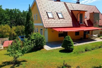 Traumhaftes Landhaus mit zwei Wohneiheiten!