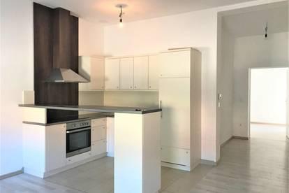 TOP generalsanierte moderne 2-Zimmer Wohnung!