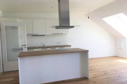 Dachgeschosswohnung inkl. Einbauküche und Loggia - ERSTBEZUG !