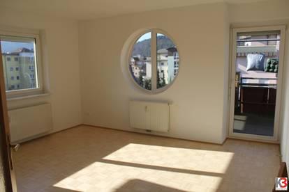 Große, sonnige Wohnung mit großzügigem Balkon - im Herzen Viktrings