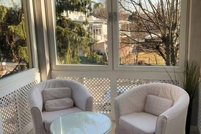 Uni-Nähe: Luxuriös möblierte Wohnung mit charmantem Wintergarten