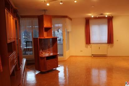 Uni-Nähe: 3-Zimmer Wohnung mit Kirschholzdetails
