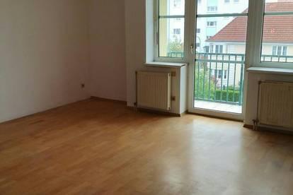 3 Zimmer - Wohnung mit Balkon und zugehörigen Autoabstellplatz
