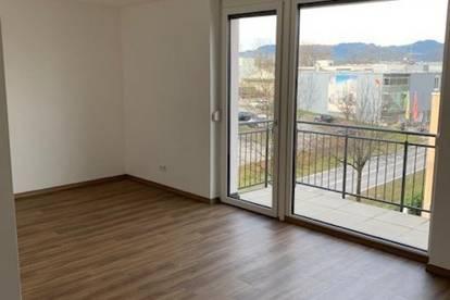 Schöne helle Wohnung mit Balkon