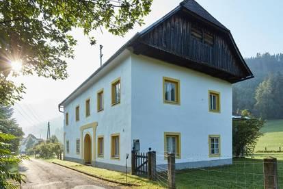 Herrenhaus liebevoll saniert - mit Sternwarte