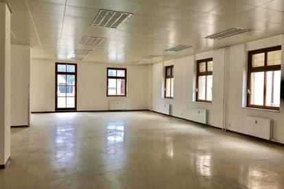 +++ Schulungsraum / Büro mit Terrasse in Zentrumslage +++