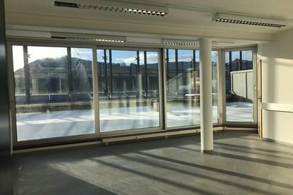 --- modernes, tolles Büro mit separaten Räumen, Schulungsraum und Sonnenterrasse ---