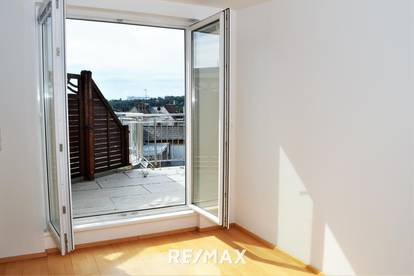 Helle DG-Wohnung mit Terrasse in sehr guter Lage