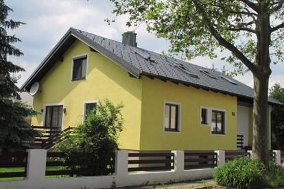 3 Zimmer - DG -WOHNUNG / Zweifamilienhaus mit Gartenmitbenutzung um NUR  € 890,00 inkl. BK und Mwst