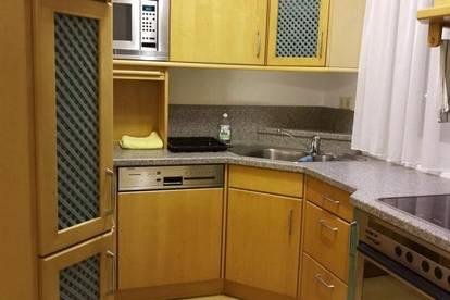 helle große 3- Zimmer Wohnung mit Platzangebot, Balkon, Parkgarage, Grünfläche, Zentrumsnähe ab sofort verfügbar.