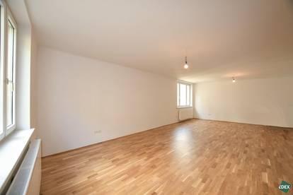 Erstbezug: Schönes 3-Zimmer-Apartment mit neuer Küche nähe Karlsplatz