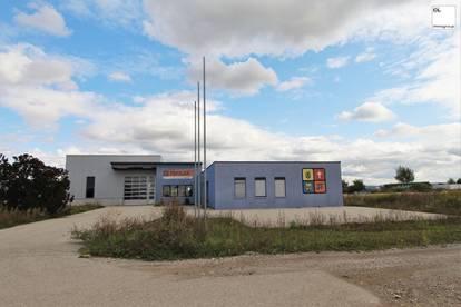 KAUF ODER MIETE Modernes Betriebsobjekt mit Büro, Lagertrakt, Halle, Parkplätzen