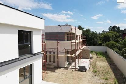 Höchste Qualität des Baumeisters: Doppelhaushälfte in absoluter Ruhelage - Nur 11 km bis Wien