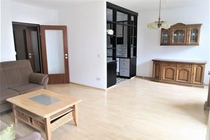 Ideale Single- oder Paarwohnung sucht neuen Besitzer! 2-Zimmer Wohnung mit großer Loggia und Grünblick!