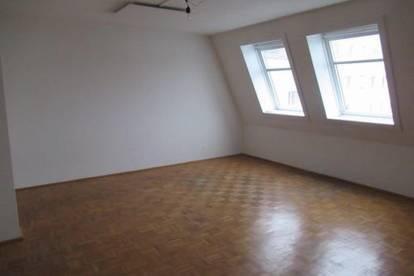 Super Zentral ! 2 Zimmer Dachgeschoss - Apartment Gartenseitig