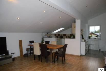 Seekirchen - Moderne neuwertige 3 Zi-Wohnung mit großen sonnigen Balkon
