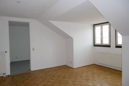 **AKTION** - 3 Monate Hauptmietzinsfrei: 2-Zimmer Mansardenwohnung am Fuße der Koralm!