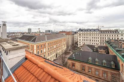 ERSTBEZUG nach Sanierung - außergewöhnliche, großzügige DG-Wohnung mit Terrasse!