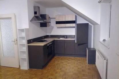 2 Zimmer Wohnung mit Parkplatz und Kellerabteil