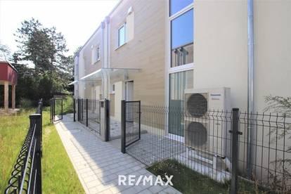 Schlüsselfertig! Niedrigenergie - Doppelhaushälfte mit Eigengarten, exklusive Ausstattung, tolles Design