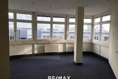 Sehr gut eingeteilte und erweiterbare Bürofläche in DEZ-Nähe zu vermieten