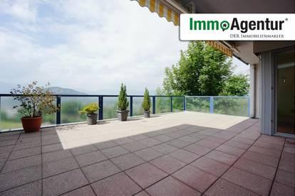 2,5 Zimmerwohnung mit wundervollem Blick über das Rheintal und die schweizer Berge
