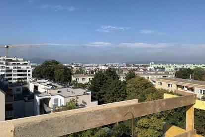 Toller Blick über Wien: Provisionsfreie 58 m2-DG-Wohnung mit zwei Terrassen auf der selben Wohnebene (U1-Nähe: 12 minutes to city)