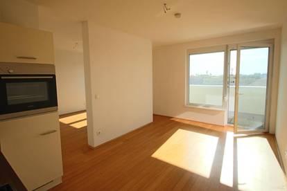 Schöne, offene 2 Zimmerwohnung mit Balkon und Tiefgaragenstellplatz in der Eisteichgasse!