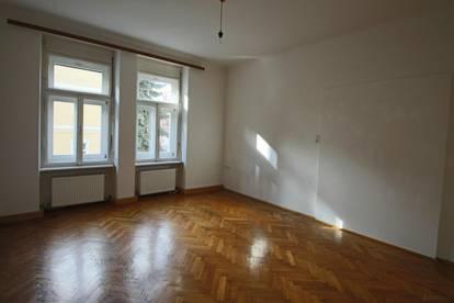 Altbauwohnung in der Münzgrabenstraße Nähe Dietrichsteinplatz! Schlafzimmer hofseitig!