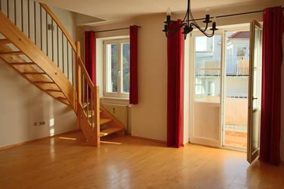 Großzügige 3 Zimmer Dachgeschoßwohnung in Geidorf mit Balkon und Schloßbergblick!