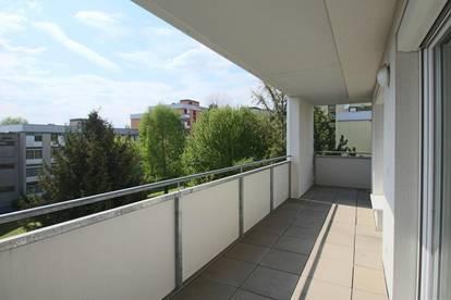 Schöne, helle 2 Zimmerwohnung mit Balkon und Tiefgaragenstellplatz in der Eisteichgasse!