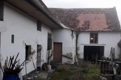 Stark renovierungsbedürftiges günstiges Bauernhaus