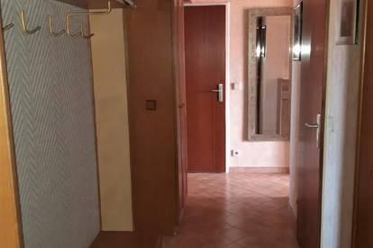 Helle 3-Zimmerwohnung mit Loggia und PKW Abstellplatz nähe Bahnhof!