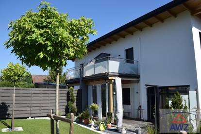 TOP - Doppelhaushälfte mit viel Platz für Ihre Familie!