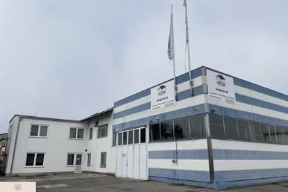 Bürohaus mit Parkplätzen und großer Lagerhalle - Tribuswinkel