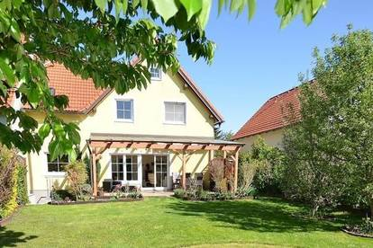 Sonniges Wohlfühlhaus mit schönem Garten und Blick auf den Bisamberg in Langenzersdorf. Eigengrund!