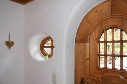 Gepflegtes, sehr großzügiges Haus - eingerichtet mit hochwertigem Holzstil - zu verkaufen!
