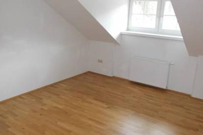 Sehr schöne, sanierte ca. 88m² Dachgeschoßwohnung zu vermieten!