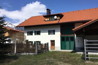 VERKAUFT - teilsaniertes Bauernhaus mit Charme, viel Platz und traumhaftem Blick...