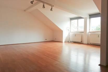 3 Zimmerwohnung im DG mitten in Linz!!
