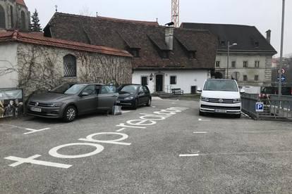 Parkplatz im Zentrum bei der Einfahrt zum Stadtplatz!