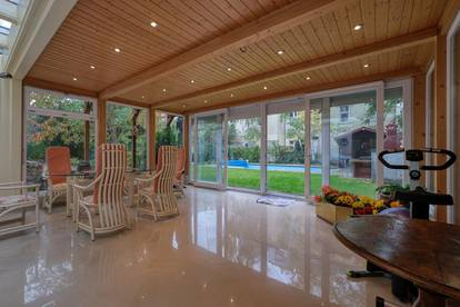 Maisonnete Gartenwohnung mit Wintergarten und Swimming Pool