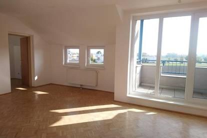Familienhit - Großzügige helle Wohnung mit 2 Balkonen und freiem Blick über die Felder