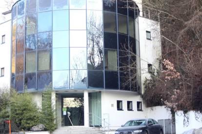Modernes Mehrgeschossiges Bürogebäude