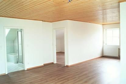 Sonnige 2 Zimmerwohnung mir großzügigen Wohnbereich