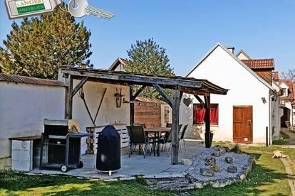 <b>Hier wird ein großes Wohnhaus inklusive Garten, Stadl und Einliegerwohnung geboten!!!</b>