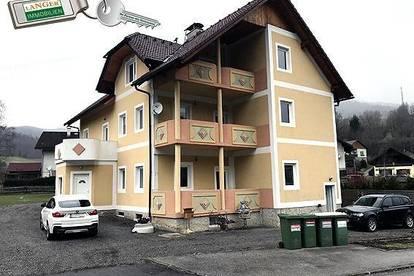<b>Mehrfamilienhaus mit 3 getrennten Wohneinheiten auf 1.614 m² großem Grundstück!</b>