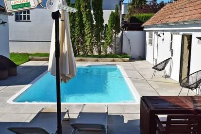 <b>WOHNEN WIE IM URLAUB - Kernsaniertes 3 Zimmer-Haus mit Pool!!!</b>